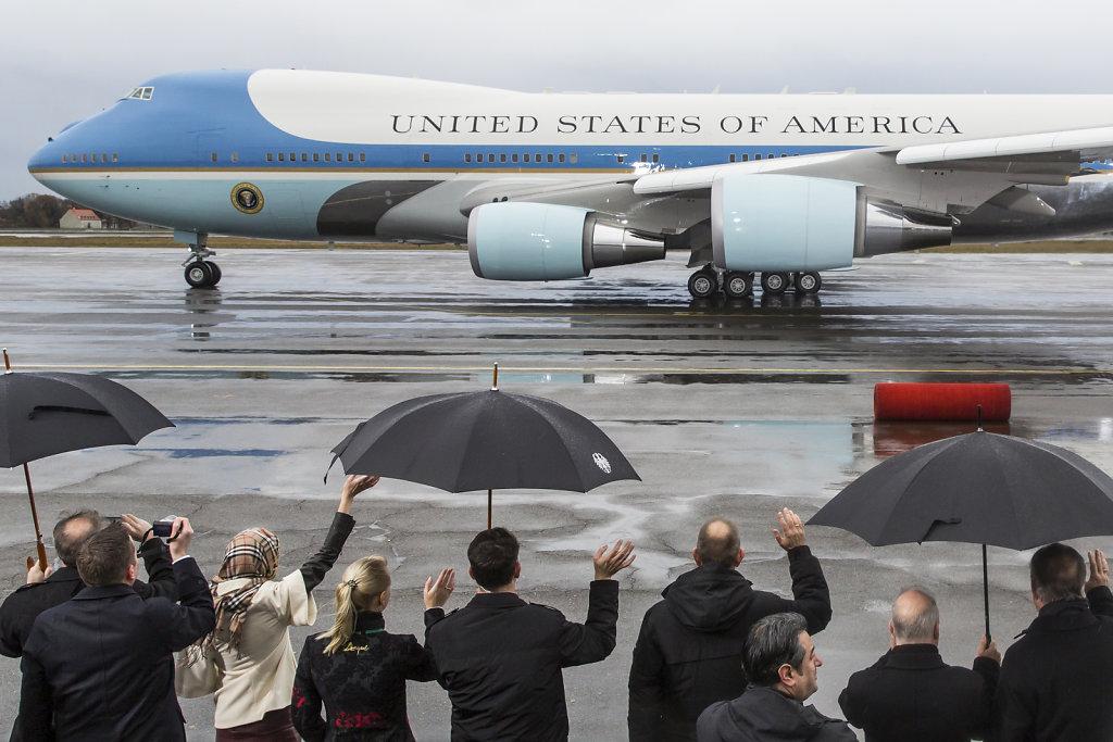 obama-txlabflug-winken.jpg